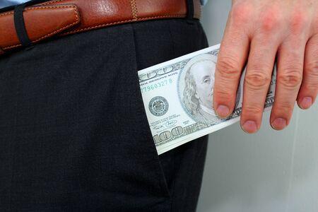 bolsa dinero: dinero en el bolsillo Foto de archivo