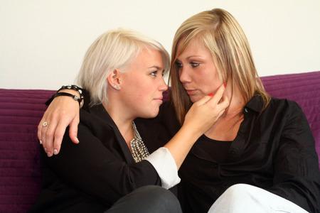 lesbianas: mujeres coqueteando
