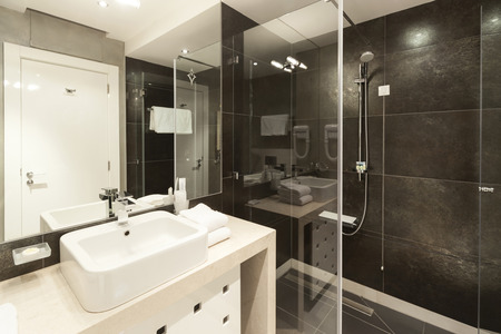 hotel door: Modern bathroom interior