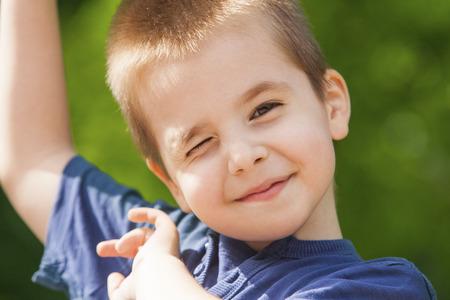 Cute boy winking 版權商用圖片 - 30501173