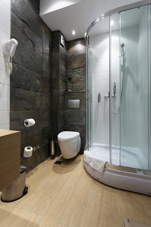 cabine de douche: H�tel moderne salle de bains int�rieure Banque d'images