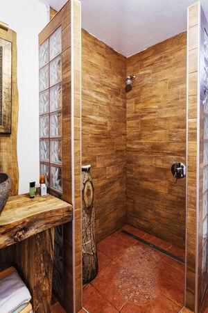 duschkabine: Moderne Holz Duschkabine