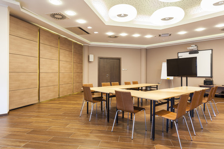 Conference room interior with lcd projection screen and whiteboard Imagens