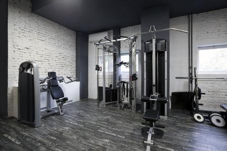 gimnasio: Interior de la gimnasia con equipos
