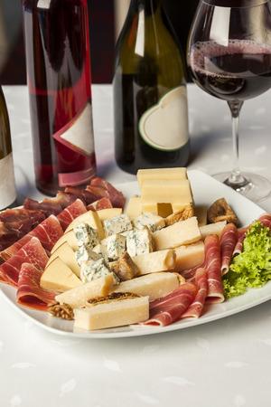 jamones: Surtido de quesos y jamones para la degustación de vinos
