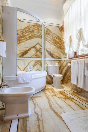 bathroom design: Interior of a luxury bathroom with marble walls