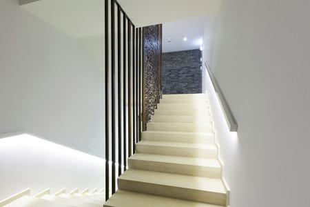 Treppen in einem modernen Gebäude Lizenzfreie Bilder