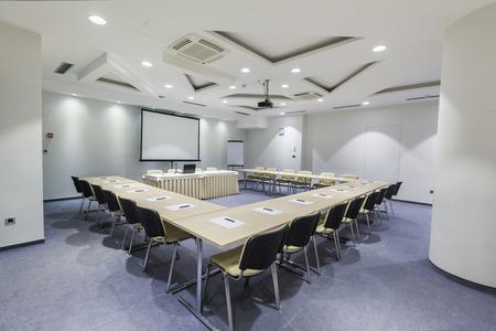 Moderne intérieur de la salle de conférence Banque d'images - 32555692