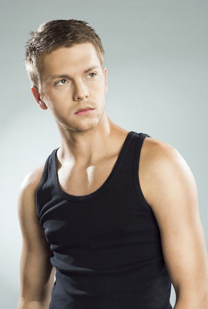 탱크 탑: Handsome young man in black tank top