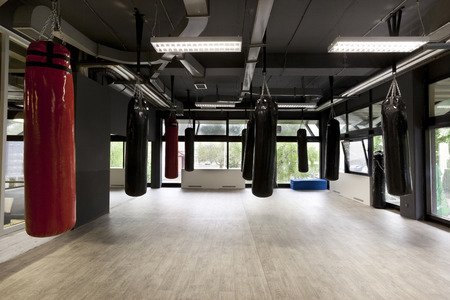 Boxsäcke im Fitness-Studio Lizenzfreie Bilder