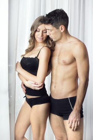 femme noire nue: Sexy couple en sous-v�tements