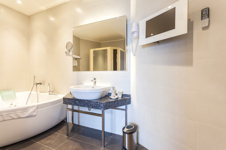 jacuzzi: Modern bathroom with jacuzzi