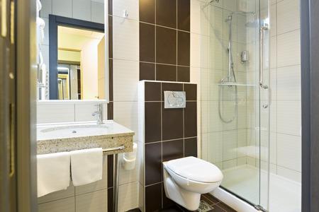 Hotel bathroom interior Standard-Bild