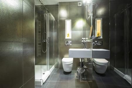 モダンなバスルームのインテリア