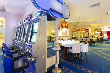 slot machines: Interior de un casino