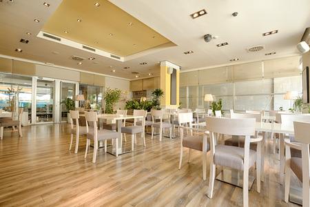 Interieur van een mooi helder café Stockfoto - 44964912