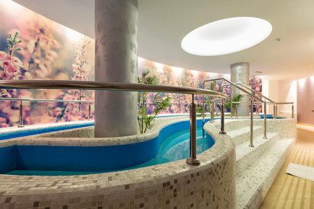hydromassage: Spa hydrotherapy pool
