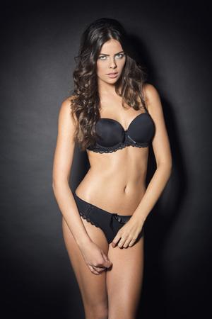 panties: Hermosa mujer en ropa interior negro