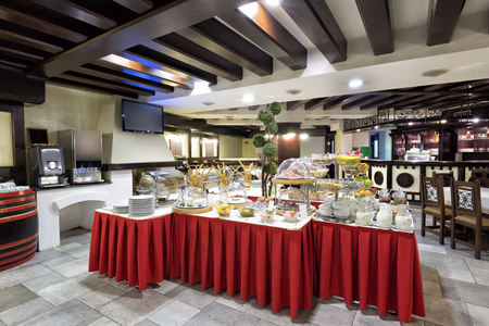 tomatto: Hotel breakfast served on buffet table