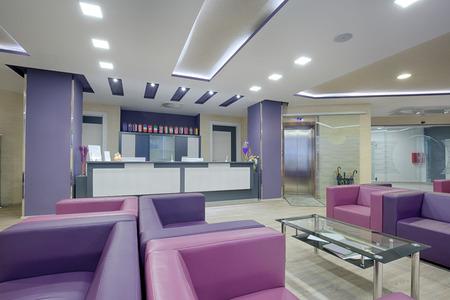 현대 병원에서 넓은 대기실 스톡 콘텐츠