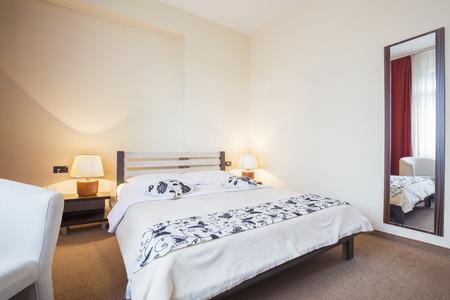 hotel bedroom: Modern hotel bedroom interior