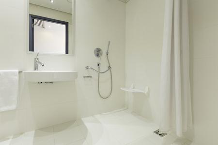 modern bathroom: Modern hotel bathroom interior