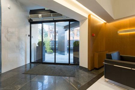 entrance hall: Modern building entrance hall
