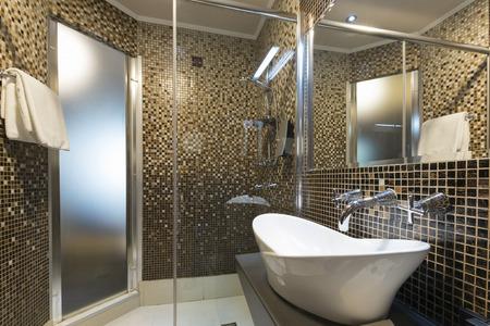 modern bathroom: Interior of a modern hotel bathroom