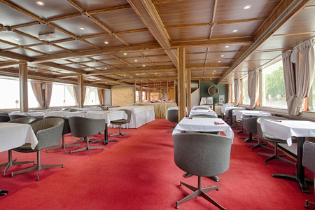 dinner cruise: Interior of a cruise restaurant