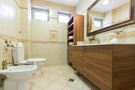 modern bathroom: Modern elegant bathroom interior