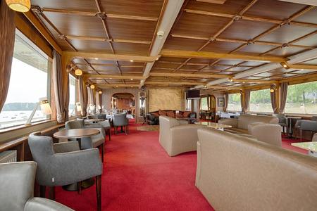 dinner cruise: Interior of a luxury cruise restaurant
