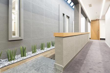 Corridor dans un bâtiment moderne