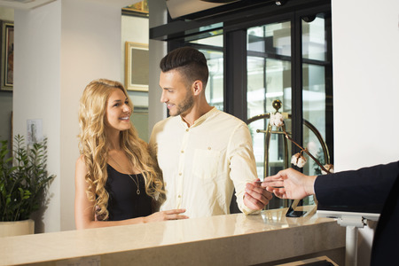 cardkey: Young couple at the hotel reception
