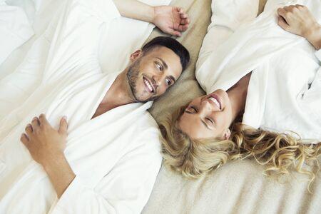 Mooi jong koppel in bed