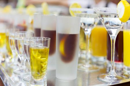bebidas alcohÓlicas: Las bebidas en restaurante listo para ser servido