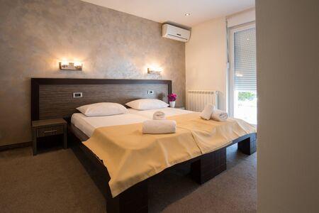 hotel bedroom: Modern beautiful hotel bedroom interior