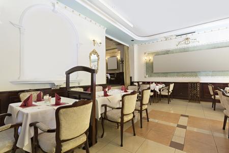 Interni Villa Di Lusso : Interno di un ristorante in villa di lusso foto royalty free