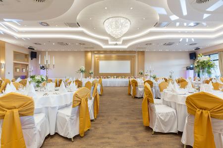 Sala weselna lub inny obiekt funkcji ustawiony na wyśmienitą kuchnię