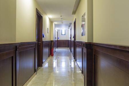 Couloir de l'hôtel avec sol en marbre Banque d'images