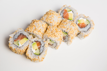 Fresh salmon and avocado sushi uramaki Stock Photo - 122139311