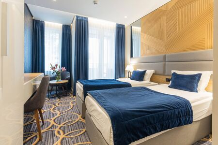 Interior of a modern luxury hotel double bed bedroom Stockfoto