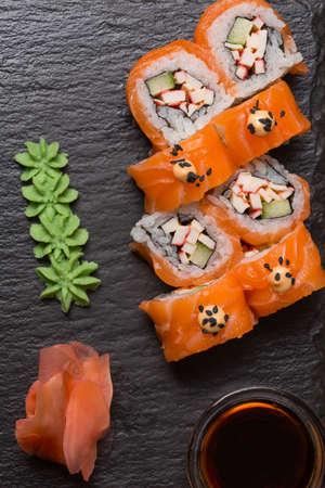 Sushi set served on black stone Standard-Bild