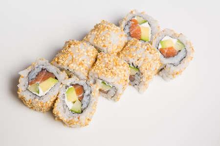 Fresh salmon and avocado sushi uramaki Standard-Bild