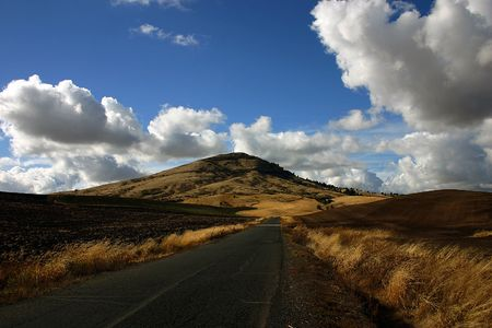 Road and the hills of the Eastern Washington, near border with Idaho  Imagens