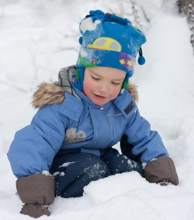 Little boy playing in the snow, winter Stock Photo - 15036963
