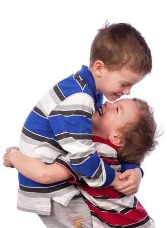 Zwei glückliche Brüder umarmen, Isolation Lizenzfreie Bilder