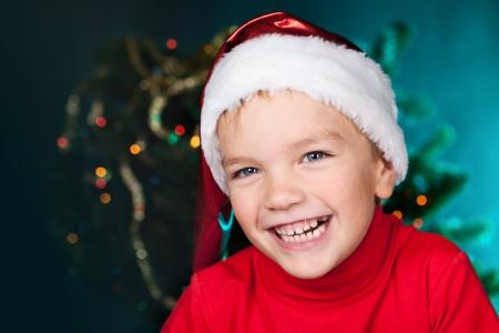Happy small child in santa hat Standard-Bild