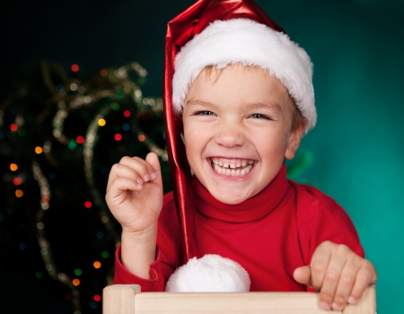 Happy small child in santa hat 免版税图像