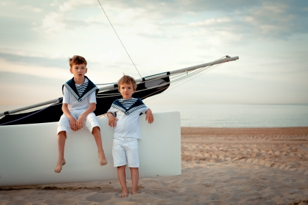 Portrait of young sailors near yacht, outdoor 免版税图像