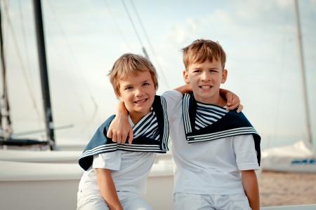 Portrait of young sailors near yacht, outdoor Standard-Bild